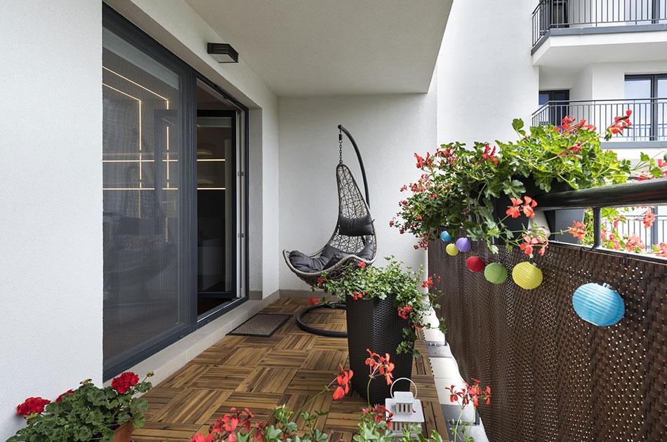 Outdoor wooden tiles